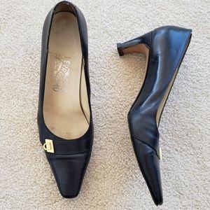 Ferragamo blue heels gold gancini 7